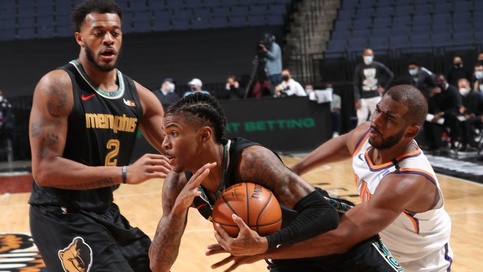 Ja Morant has 17 points, 10 assists, key plays late to lead Grizzlies past Suns